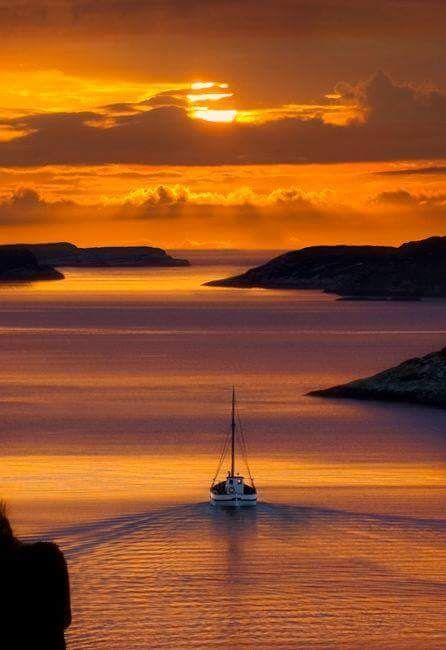 Navigation au coucher de soleil.
