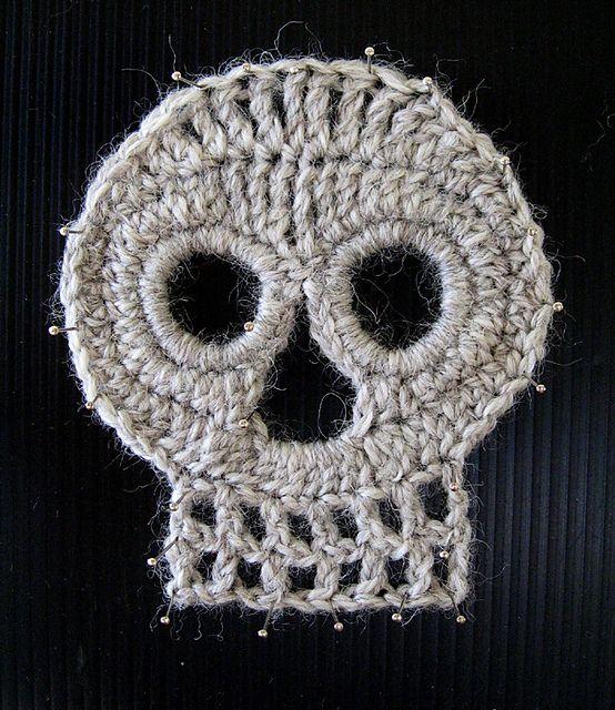 Day of the Dead Crochet Skull pattern by Darlene R. Harris | Dia de ...
