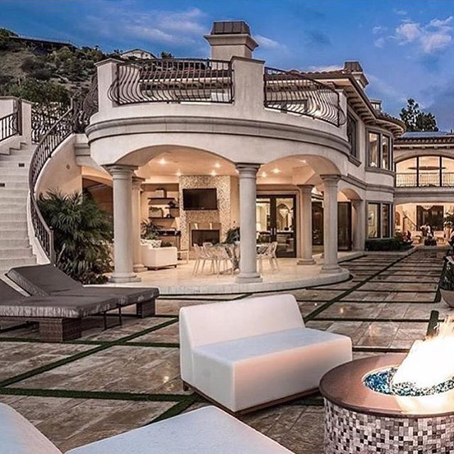 What a stunning home in Hollywood Hills ❗️❗️ - Follow @dreamhomes for more #home #FF #F4F