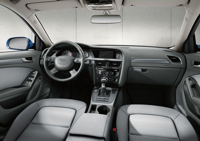 Audi A4, pogled z voznikovega sedeža. ) Audi, Jeep