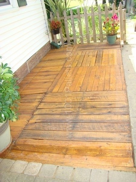 Pallet deck pallet ideas pallets 1001 pallets and decking for Garden decking from pallets
