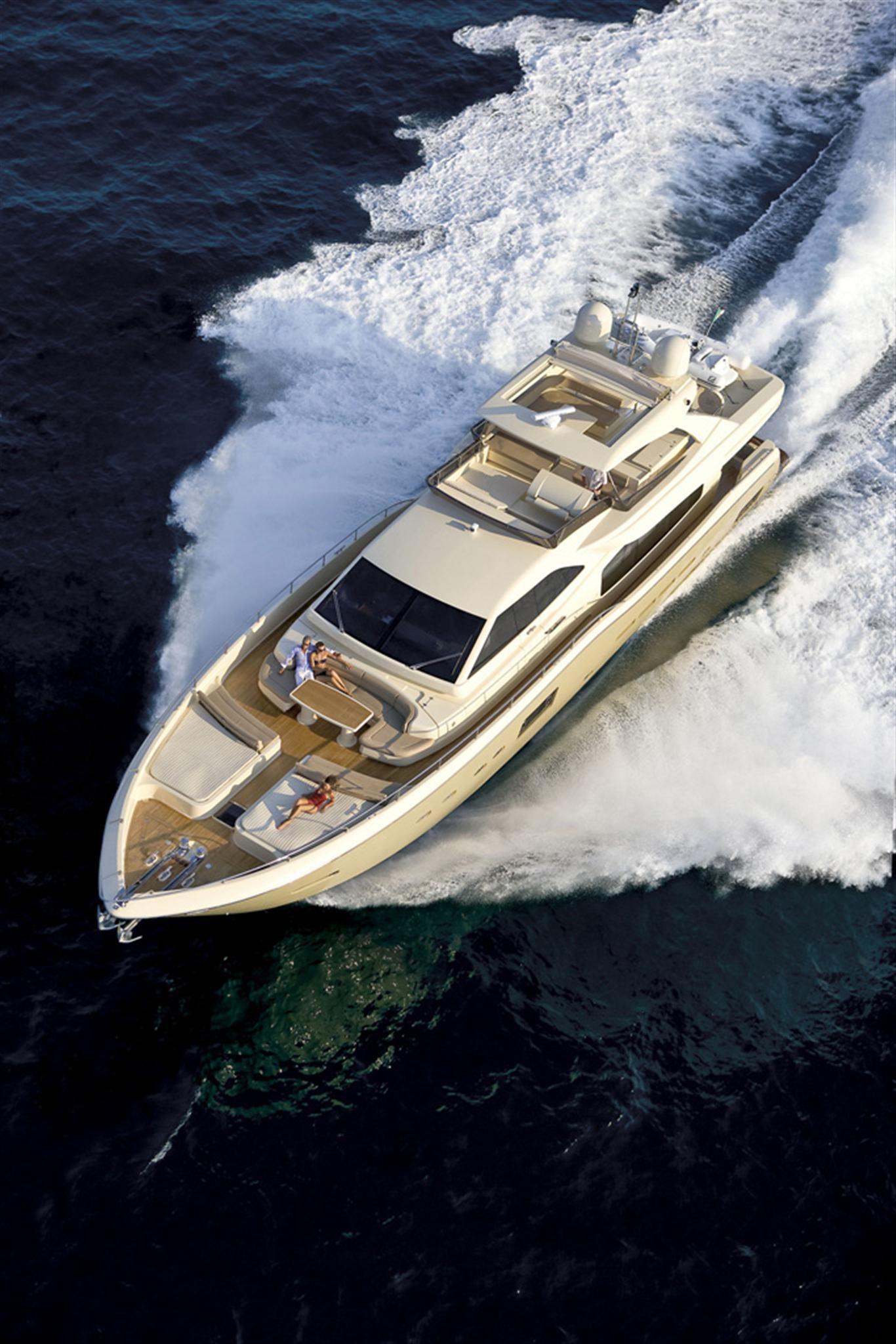External view Ferretti Yachts Altura 840 yacht luxury