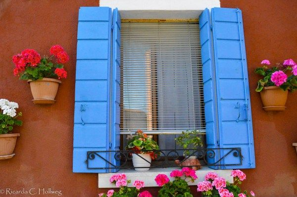 Blue window of Burano - Learn more about colorful Burano island in my article!