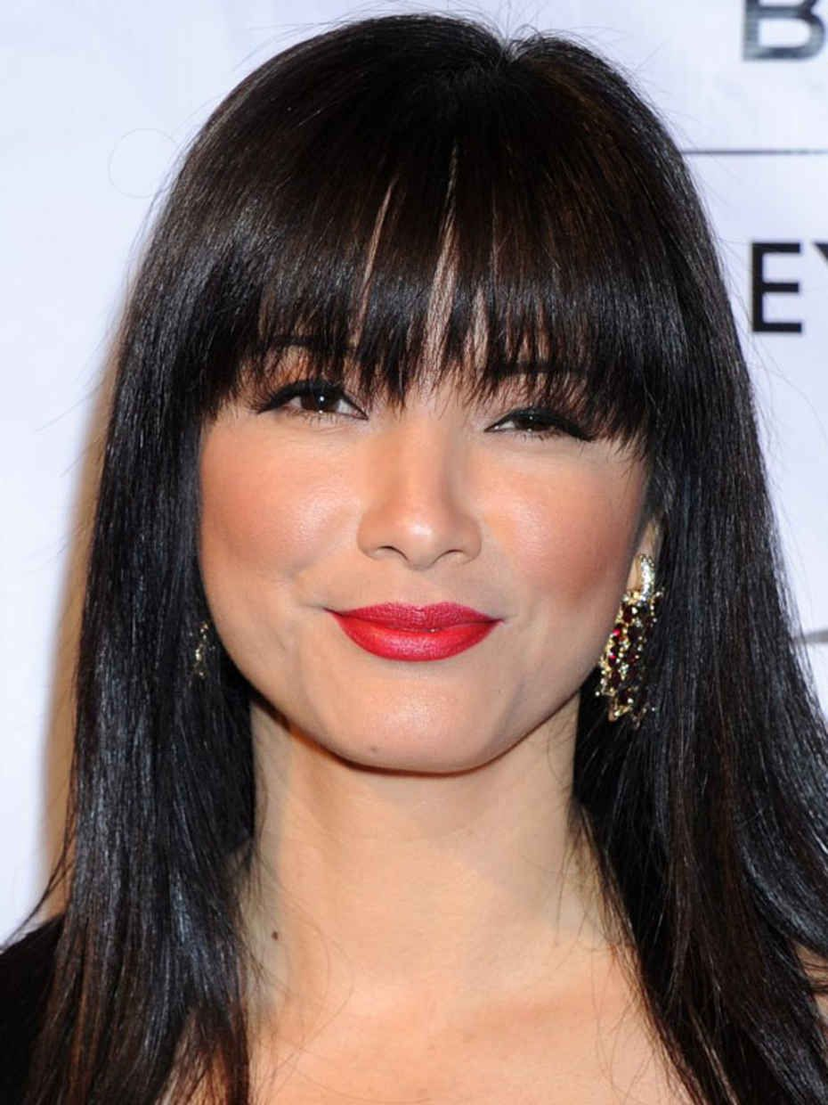 The Best And Worst Bangs For Heart Shaped Faces Heart Face Shape Heart Shaped Face Hairstyles Textured Bangs