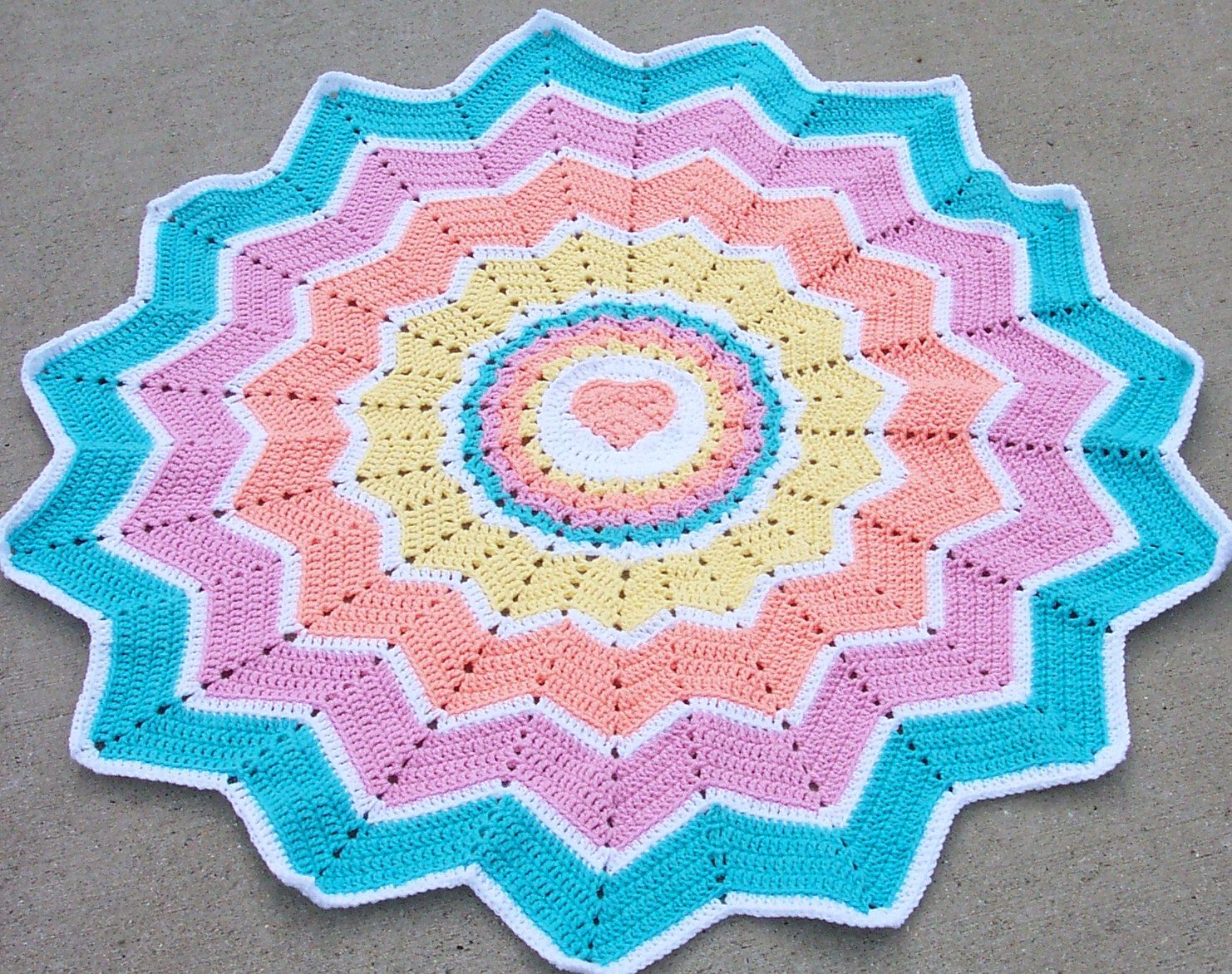 Rainbow Heart Round Ripple 15 Points pattern by Donna Mason-Svara ...