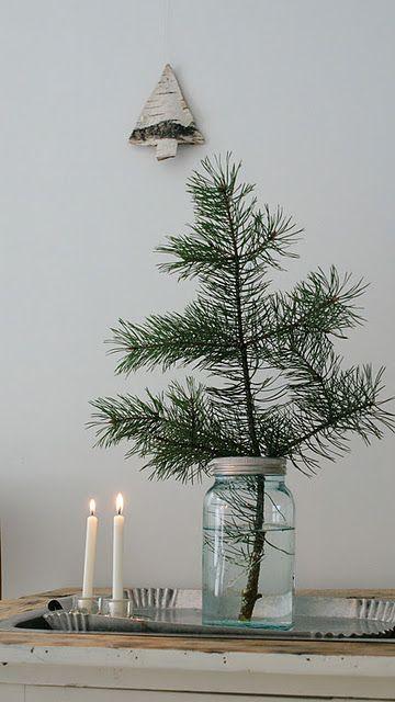 Kiefernzweig im glas winterbasteln weihnachten skandinavische weihnachten und gem tliche - Skandinavische dekoration ...