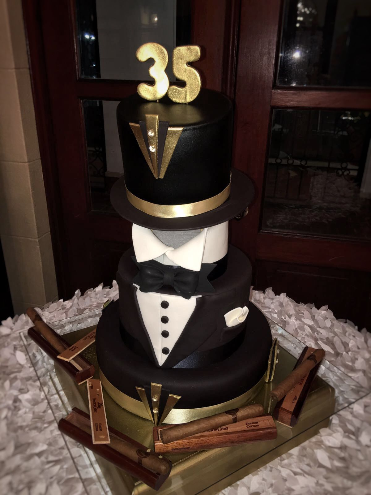 Pin By Mya Rocha On Gatsby Gatsby Cake Great Gatsby Cake 35th
