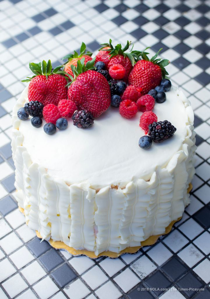 How to make whole foods berry chantilly cake at home