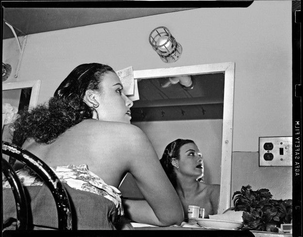 1944 LENA HORNE  DRESSING RM  STANLEY THEATRE