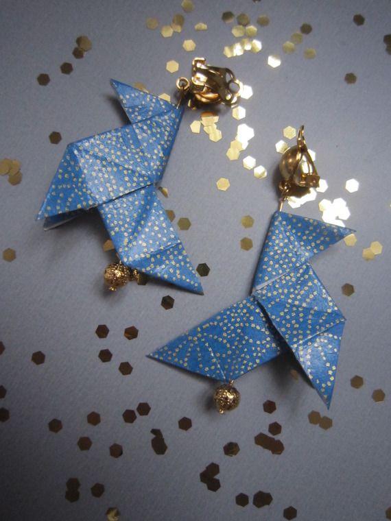 Boucles d'oreille cocotte en origami, papier japonais bleu à motifs dorés