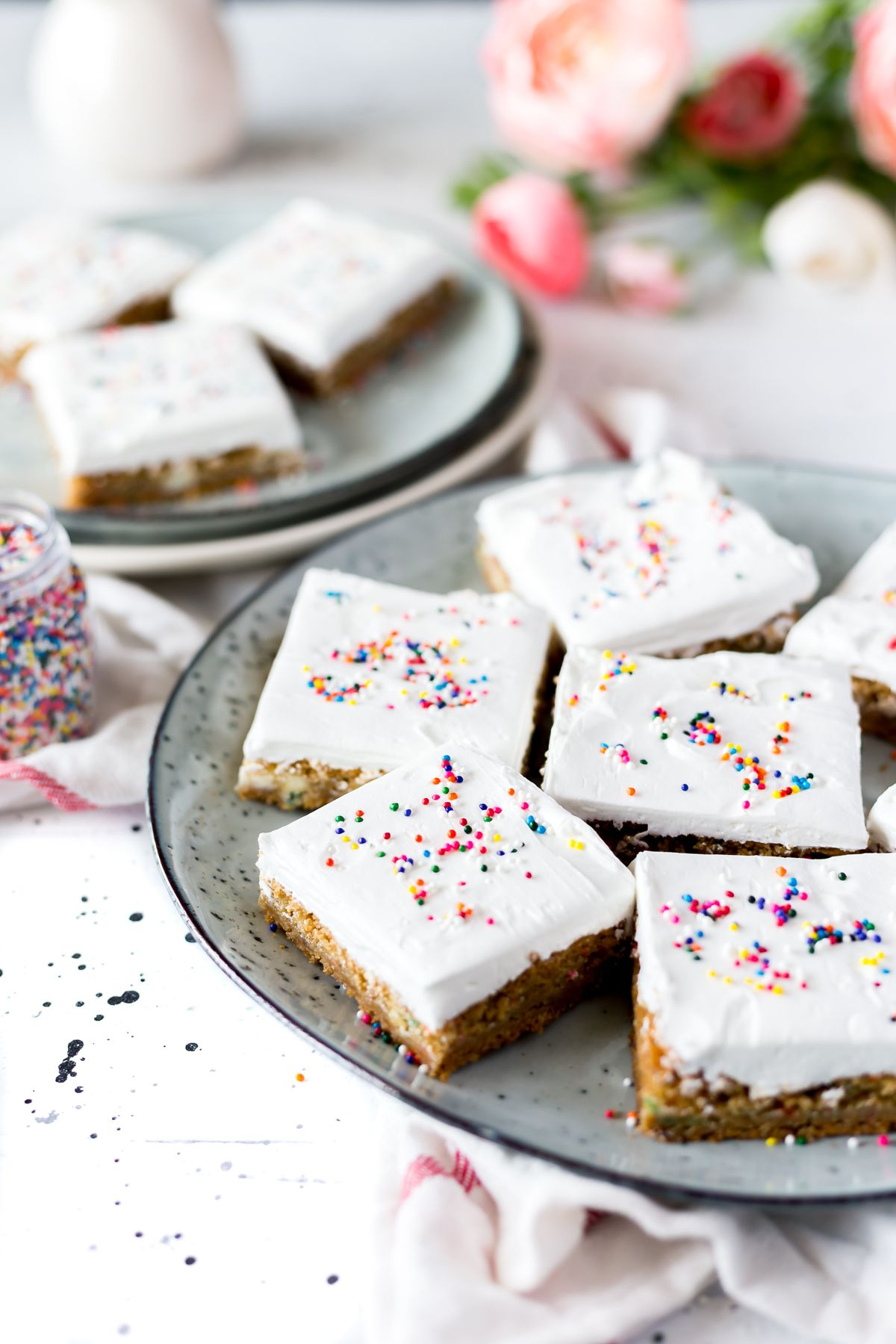 Who Couldnt Use Some Frosted Funfetti Birthday Cake Cookie Bars In Their Life Put This Dessert Your Easy Recipes Arsenal And Enjoy