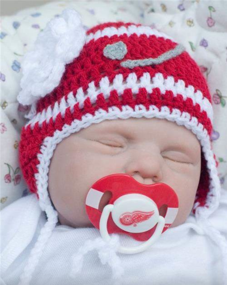 0b2188467 Red Wings baby photo | Baby Photos | Hockey hats, Baby, Cool baby stuff