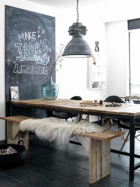 Une salle à manger à la #déco #industrielle ! Bonne idée la peinture