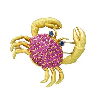 Tiffany & Co 18k yellow gold crab brooch with rubies and sapphires @ oakgem.com