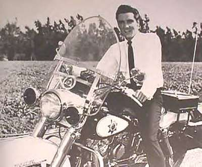 Elvis_Presley01.6182132_large.jpg (400×331)