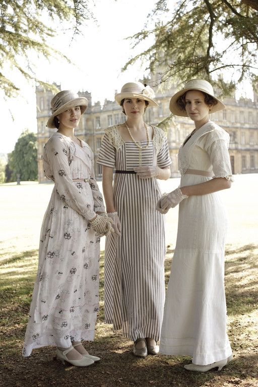 the crawley sisters downtown abbey downton abbey kleidung gewand und kleider. Black Bedroom Furniture Sets. Home Design Ideas