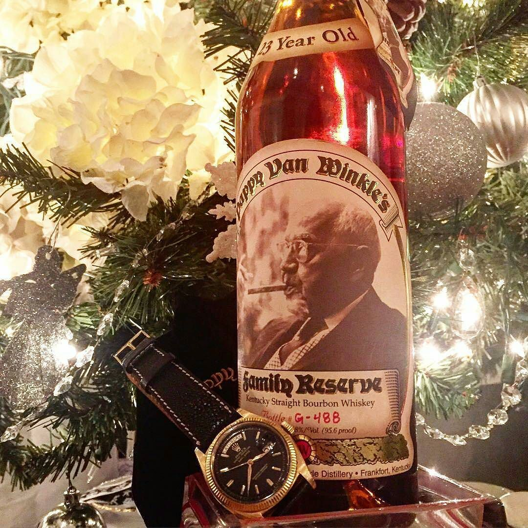 I know Christmas is a long way off but I want this under my tree so I'm giving you plenty of notice! Pic of the incredibly blessed @stefanopileggi -  Xmas ornaments . . . #pappy23 #pappyvanwinkle #bourbon #rolex #rolexvintage #daydate #rolex6611 #yellowgold #dial #watch #watchanish #watchporn #wristporn #whisky #whiskey #collection #vintage #watches #instawatch #singlemalt #scotch #rare #rarecask #limitededition #gold #exclusive