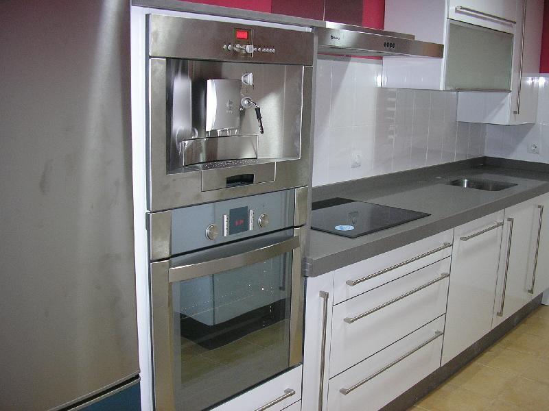 Resultado de imagen de cocina blanca silestone gris | House ...