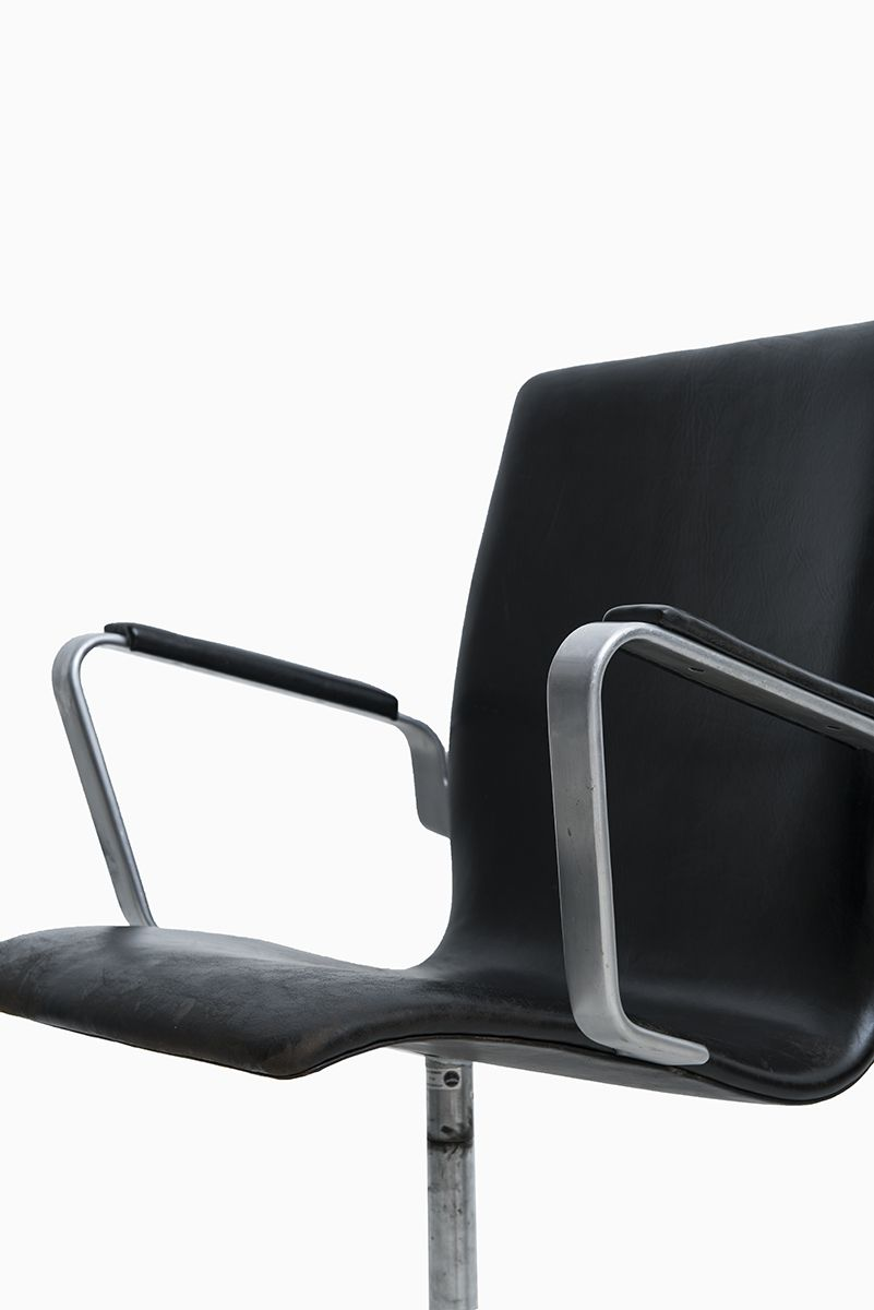 arne jacobsen oxford chairs model 3271 produced by fritz hansen at