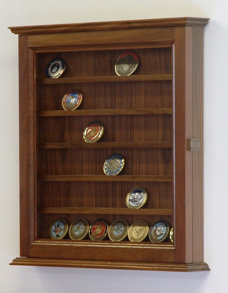 Etonnant Military Challenge Coin Medal Display Case Cabinet Rack Walnut