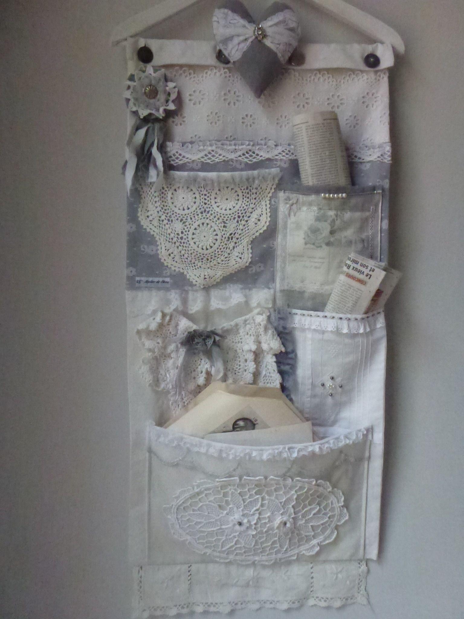 Vide poche mural un air gustavien dentelles et linges ancien a suspendre dans une chambre - Poche de rangement mural ...