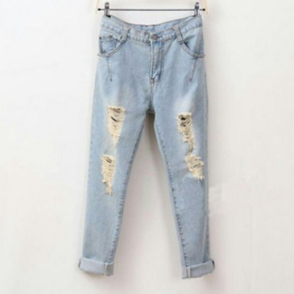 Distressed Boyfriend Jeans Too baggy for my liking.   xoxo  // condition: great // no flaws  // baggy if that's the style you're looking for // size 29/8 // Brand: a.n.a Urban Outfitters Jeans Boyfriend