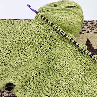 Getting Started with Tunisian Crochet: How To Choose Your Hook (Make It Crochet) #crochethooks