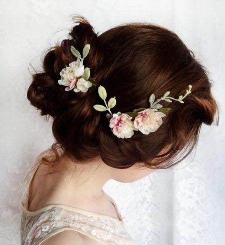 Idée coiffure de mariage : un chignon bas tressé