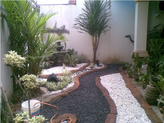 Ideas de piedra naturales para jardines peque 640 for Decoracion jardines interiores pequenos