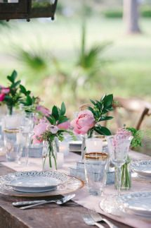 Southern Plantation Wedding Inspiration Shoot: http://www.stylemepretty.com/south-carolina-weddings/2014/06/11/charming-plantation-wedding-inspiration-shoot/   Photography: Stephanie Kapra -  http://www.stefaniekaprablog.com/