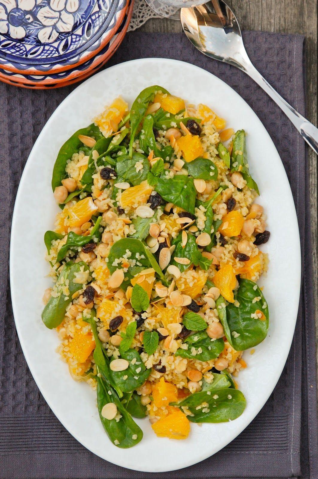 Couscoussalaatti appelsiinilla ja kikherneillä / Couscous salad with oranges and chickpeas