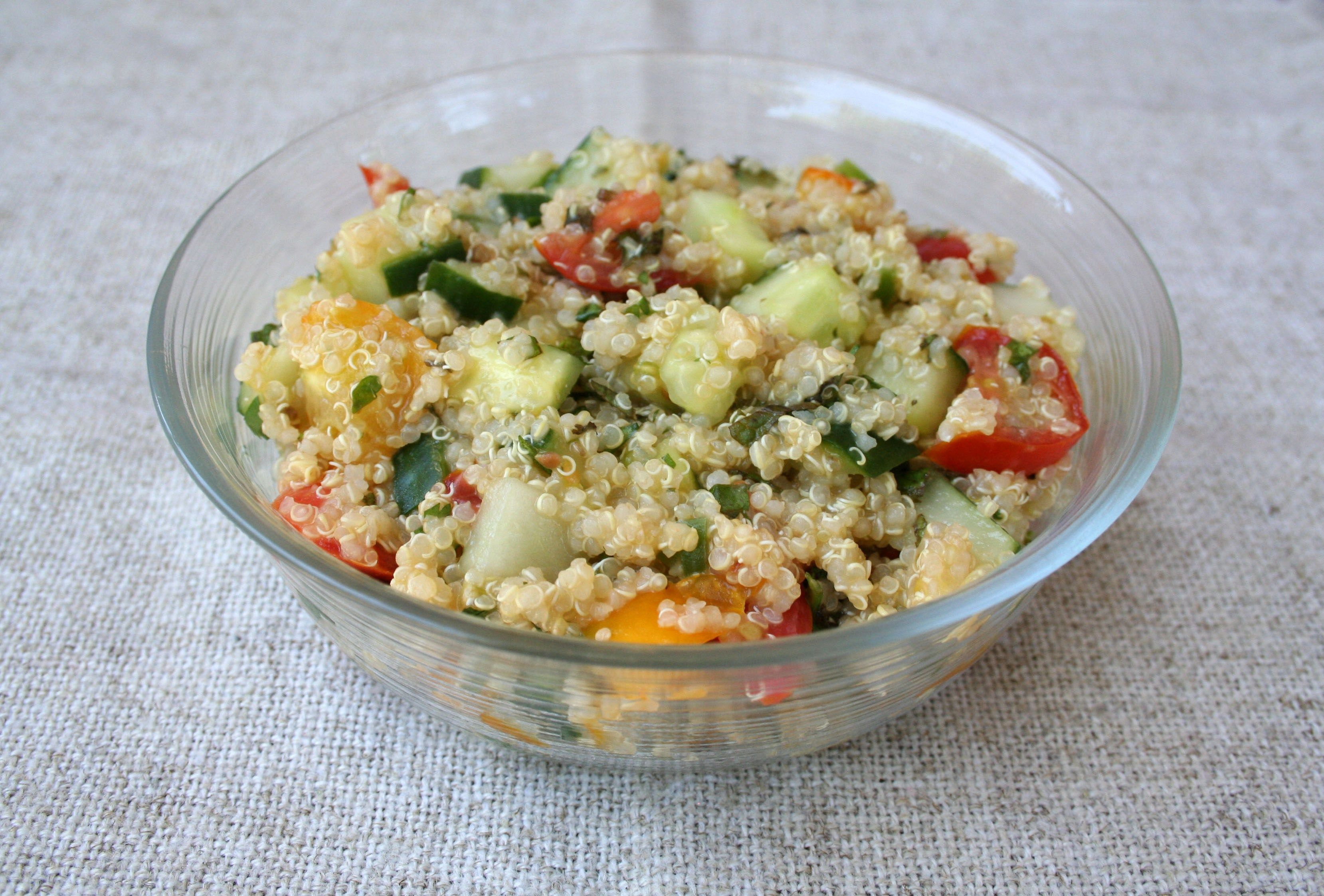 Quinoa Tabbouleh (vegan, gluten free) - This gluten free tabbouleh is perfect for people with a gluten intolerance. Packed with flavor and nutrition.