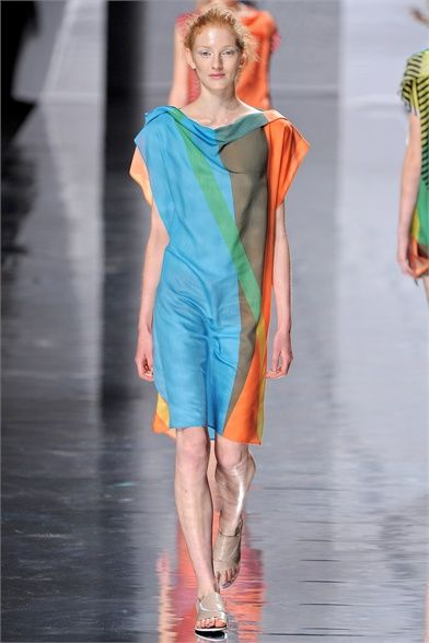 #moda Photos and comments to learn about the collection, the outfits and accessories for Issey Miyake presented for Spring Summer 2013