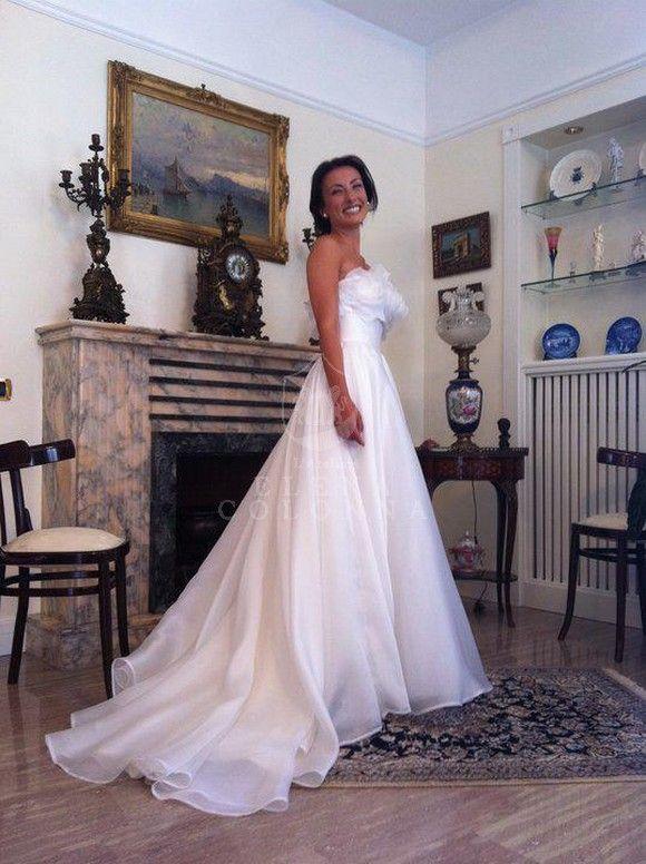 Sartoria Abiti Da Sposa.Abiti Sposa Sartoriali Napoli Un Vezzo Di Glamour Per L Abito Da