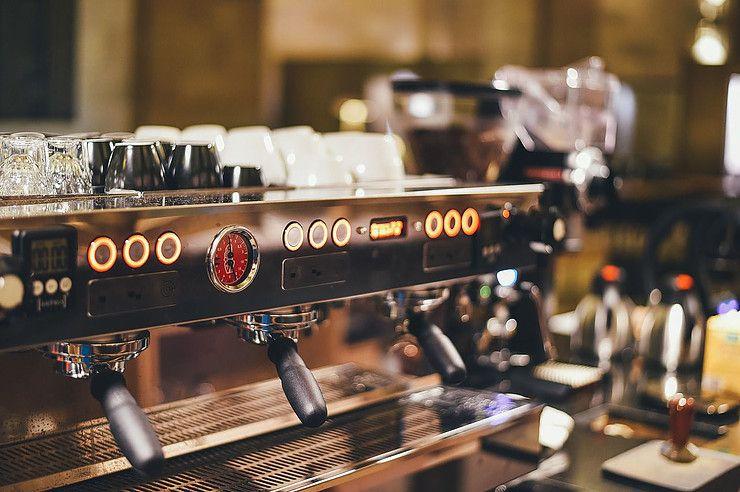 Wie repariert man eine Kaffeemaschine bei einem kleinen ...