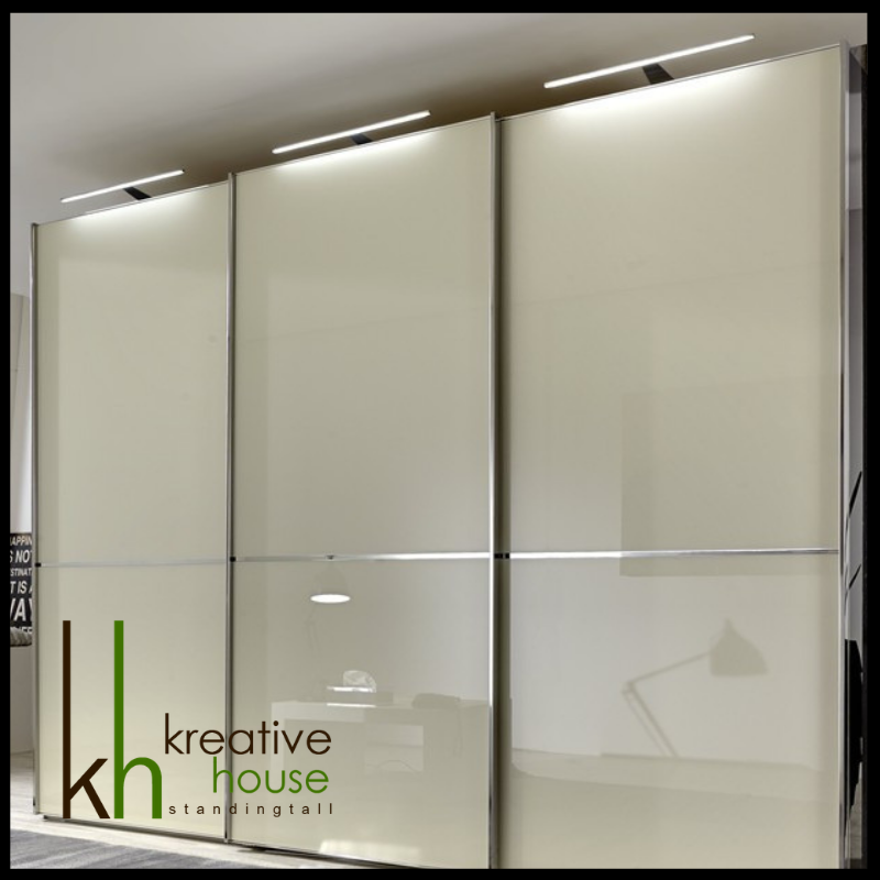 Glass Wardrobe Shutters Wardrobes In Glass Carry A Cool And Contemporary Look That Brings A Refreshing Change Wardrobe Design Glass Wardrobe Cupboard Design