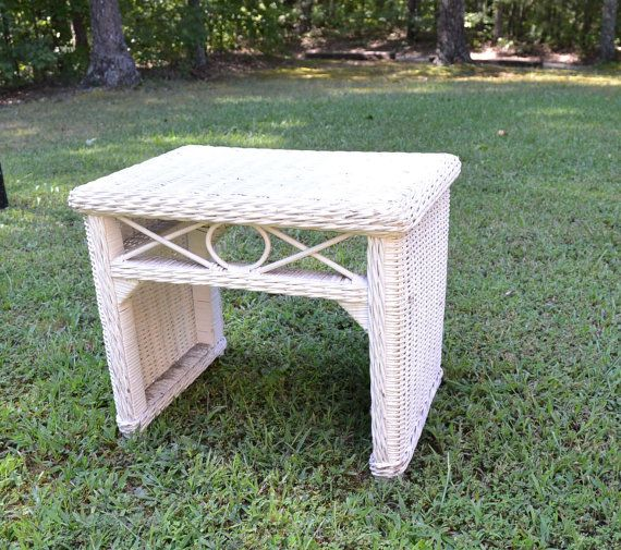 Prime Vintage White Wicker Bench Seat End Table Shabby Cottage Machost Co Dining Chair Design Ideas Machostcouk