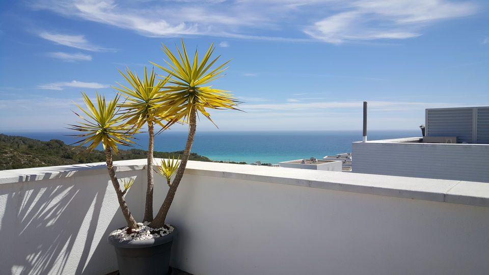 Vistas Desde La Terraza De La Urbanizacion Casas Del Mar Conocida Como Blaumar Entre Sant Pere De Ribes Y Sitges Fotografia De Interiores Urbanizacion Vistas