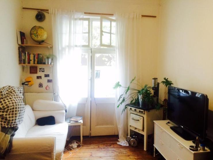 Schones Dusseldorfer Wg Zimmer Mit Balkonzugang Und Hochbett Wg Zimmer In Dusseldorf Einrichten Dusseldorf Wg Zimmer Haus Deko Wohnung