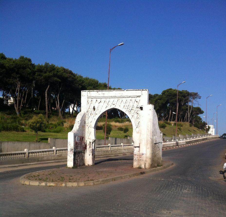 Es el nombre del  Santo patrón de la ciudad de Tánger… http://marruecostangermilenario.blogspot.com.es/2015/09/calle-sidi-bouarrakia.html