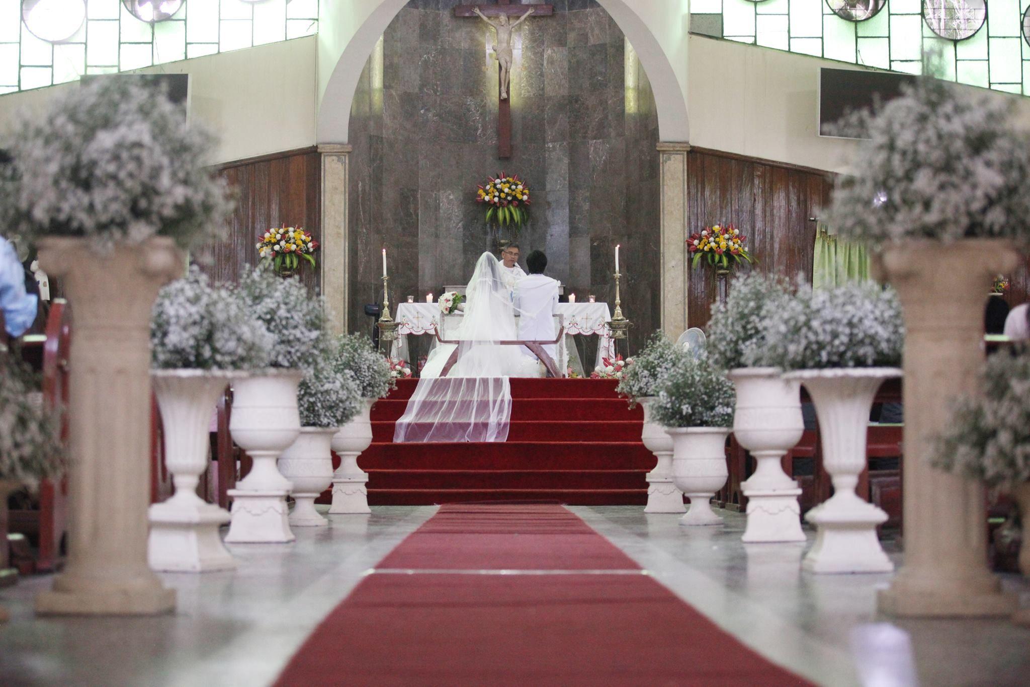catholic church aisle decorations with baby's breath