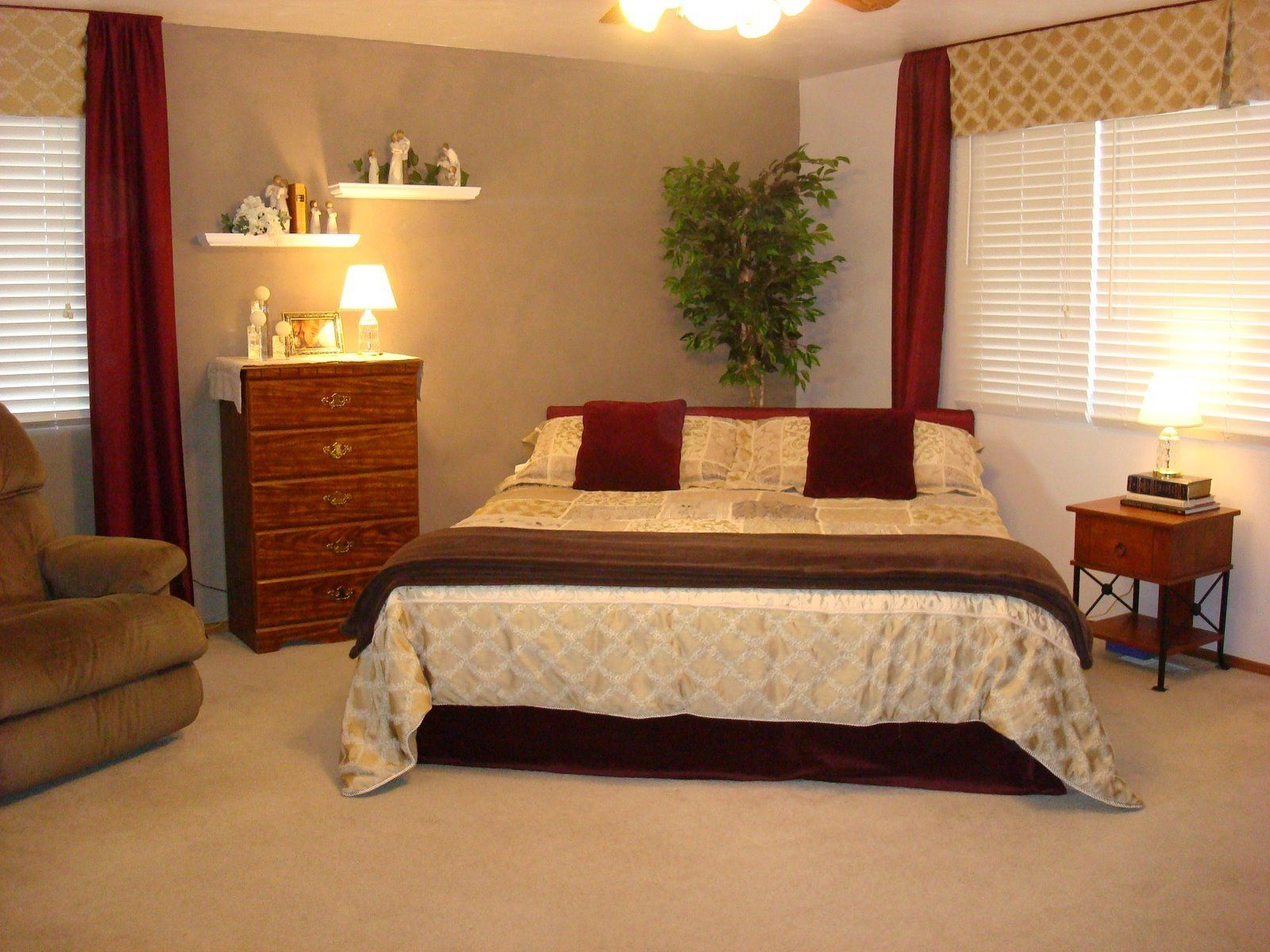 Corner Bed Placement Idea Small Bedroom Furniture Throughout Corner Bed Ideas In 2020 Bedroom Furniture Placement Bedroom Arrangement Bedroom Furniture Layout