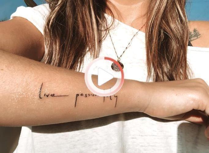 Main #small #quote #tattoos #girl tatouage #tattoos d'une petite citation pour les femmes du