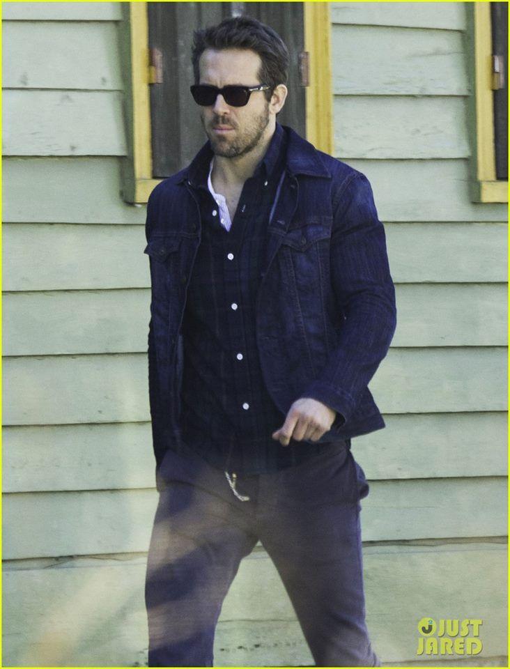 6cf72c4d6386 Ryan Reynolds wearing Tom Ford sunglasses