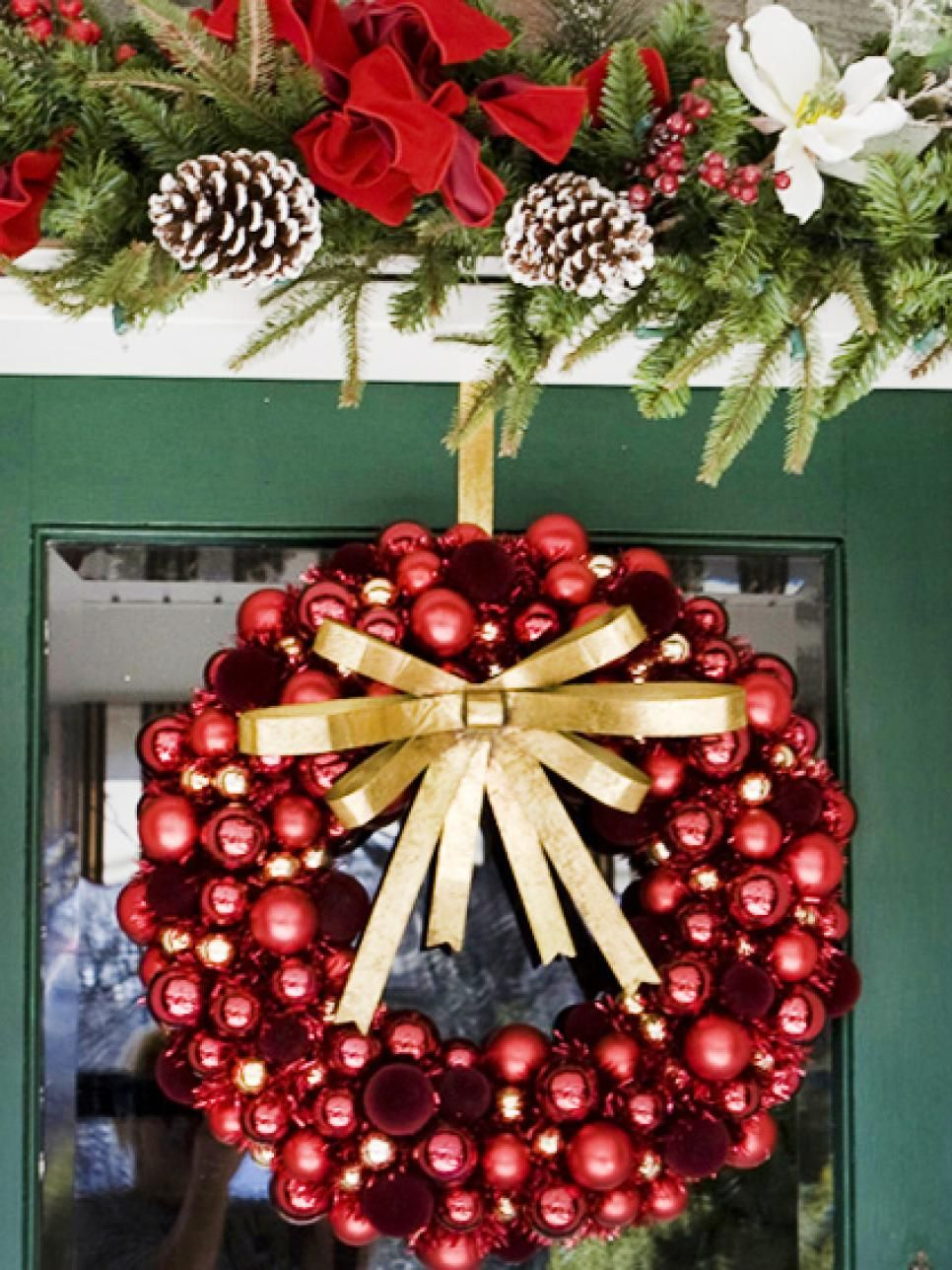 35 crafty outdoor holiday decorating ideas manualidades navideas from front door wreaths to traffic stopping displays give your front porch or solutioingenieria Gallery