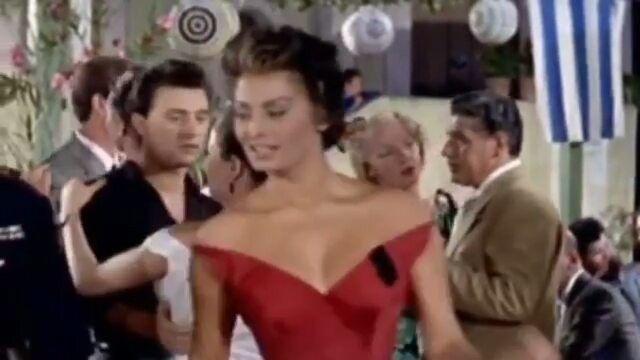 """Es viernes y el cuerpo lo sabe  Sophia Loren  Follow @didinspire  Así mismo bailo yo, pregúntele a mi esposo  . .  #esviernesyelcuerpolosabe #motivacionvidasana #saludable #motivacion #constancia #disciplina #sisepuede #exito #fit #kardashian  #humor #fashion #ejercicios #viernes #philly #dieta #siguemeytesigoalinstante @Regrann from @in_love_with_retro -  Sophia Loren spam today  But I'm in love with her, her dance and this song  She is so fantastic  """"Scandal in Sor..."""
