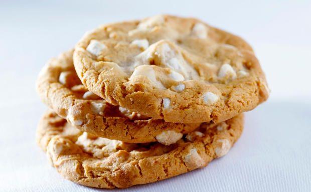 Weiße Schoko-Cookies mit Macadamianüssen