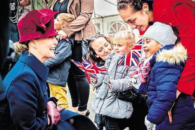 Gräfin Sophie von Wessex zeichnete am Freitag in der Alanbrooke-Kaserne nicht nur Soldaten aus, sie bedankte sich auch bei deren Angehörigen für die Unterstützung und richtete Weihnachtsgrüße ihrer Schwiegermutter, Queen Elisabeth, aus.