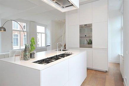 Compacte Woonkamer Inrichting : Lichte woonkamer met compacte open keuken ideeën voor het huis