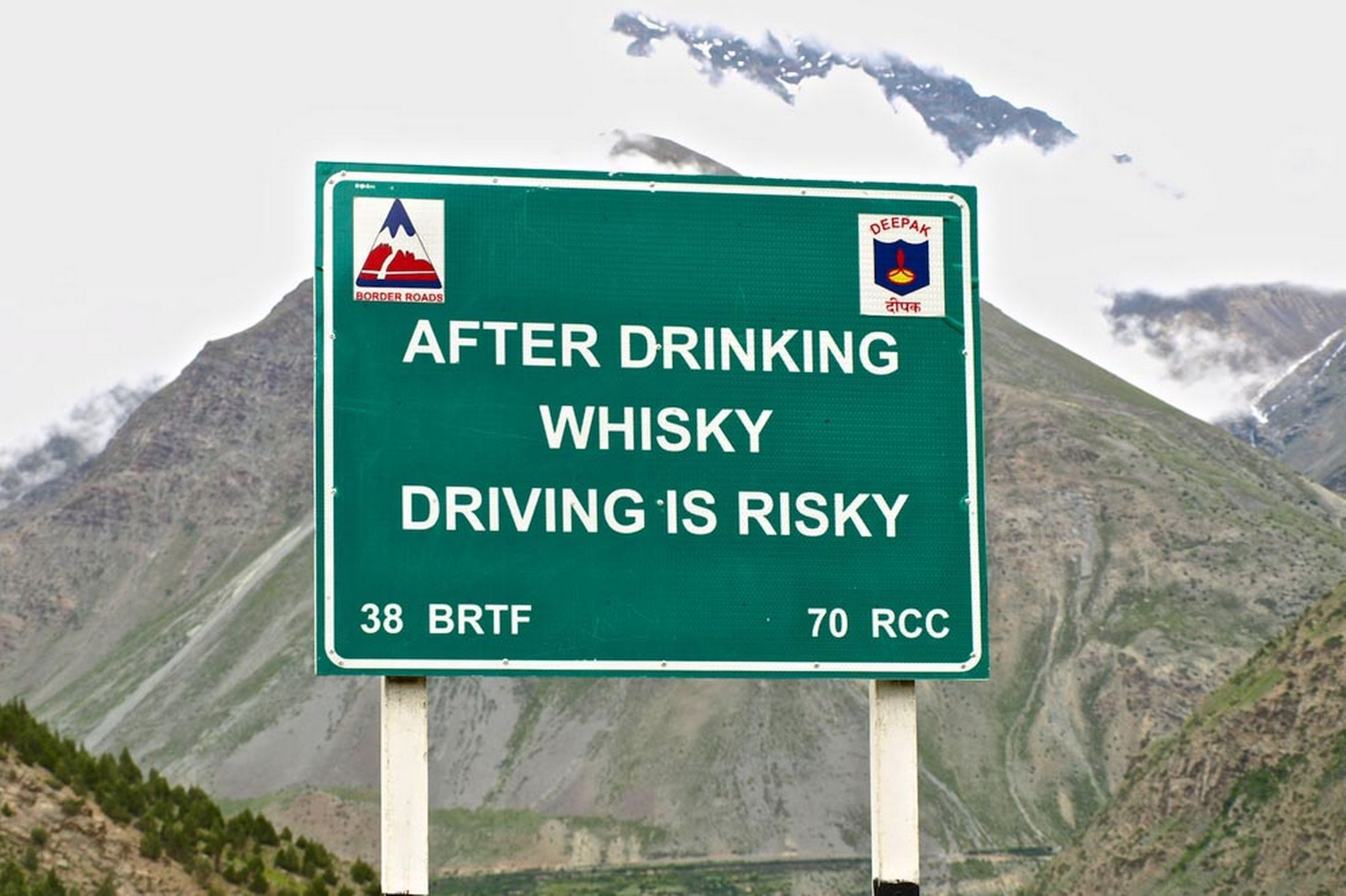 Hilarious road signs aimed at drink drivers and sleepy